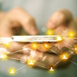Danskernes dataforbrug på mobiltelefonen fortsætter i himmelfart, men der er ikke overblik over de mange flere internetdata, som vi bruger på de faste forbindelser, som i voksende omfang kommer gennem kabel-TV- eller fibernettet og ikke længere det landsdækkende fastnet. Arkivfoto: Iris/Scanpix