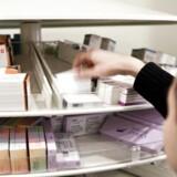 Patienterne kan godt stoppe antibiotika-behandling tidligere, hvis de føler, de har fået det bedre, mener danske og engelske læger. Andre eksperter er skeptiske over for at lempe på budskabet om altid at gennemføre hele kuren. Arkivfoto