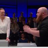 Merete Riisager var tydeligt underholdt, da Morten Ryom kritiserede folkeskolerne for at være for akademiske. Foto: Screendump fra Debatten på DR 2.