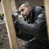 Da Ismaeil Akram Ismaeil startede i praktik hos Skou Gruppen, fik han hjælp af sine danske kolleger til især det danske sprog og arbejdet på byggepladsen. Nu hjælper kollegerne også med mere personlige ting såsom kontakt til banken.