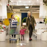 Et billede fra en IKEA-butik i London. I de danske varehuse er det udelukkende LED-pærer, der sørger for belysningen.