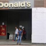 »Vi har 170.000 gæster dagligt på i alt 88 restauranter, hvoraf flere af dem har døgnåbent. Selvfølgelig er der ind imellem nogen, der ikke ved, hvordan man opfører sig. Men vi fører ikke statistik over hvilken type gæster, der er tale om,« siger Pia Tobberup, pressechef i McDonalds Danmark. (Arkivfoto)