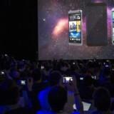 Mobilgiganten HTC præsenterede sine nye toptelefoner på årets Mobile World Congress i Barcelona i marts, men salget går ikke så godt. Arkivfoto: Alejandro Garci, EPA/Scanpix