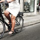 På denne sorte el-cykel sidder batteriet traditionelt ved bagagebæreren og motoren ved forhjulet. Nyere og dyrere elcykler har motoren i kranken og batteriet sidder under sadlen. Begge dele gør cyklen mere stabil.Arkivfoto: Mathias Løvgreen Bojesen/Scanpix 2016