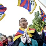 Politiet gav klart ulovlige ordrer ved to kinesiske besøg, konkluderer Tibetkommissionen i sin beretning mandag.