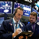 De asiatiske aktieinvestorer er i det positive hjørne tirsdag morgen, hvor så godt som samtlige aktieindeks ligger med stigninger af varierende størrelse. REUTERS/Brendan McDermid