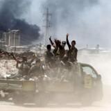 Regeringstro styrker jubler under de massive kampe for at generobre byen Fallujah fra Islamisk Stat.