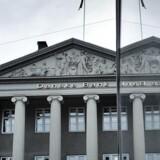 Danske Bank forgylder aktionærerDer er både større udbytte og aktietilbagekøb i vente for aktionærerne i landets største bank. ARKIVFOTO: Arkivfoto: Tredje kvartal trækker ned for Danske Bank Indtægter faldt ti procent fra andet til tredje kvartal i Danske Bank.Se RB kl.08:15 Danske Bank sletter halvdelen af sin goodwill BV.: Se Ritzau: Danske Bank skal spare endnu mere i 2015.Se Ritzau: Danske Bank får et overskud på 11, 5 milliarder. ARKIVFOTO: Danske Bank fyrer 250 af deres ansatte BV.: Danske Bank - afdelingen på Kongens Nytorv.