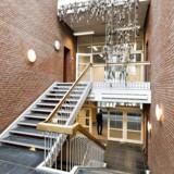 Den nye politiskole skal placeres i den tidligere sygeplejeskole i Vejle. Her ses en af bygningere indefra.