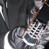 Dette er ikke en telefon, som man lige glemmer i baren. Nokias luksusmærke, Vertu, er sat til salg. Flere af telefonerne koster over en million kroner. Arkivfoto: AFP/Scanpix