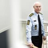 Rigspolitichef Jens Henrik Højbjerg beklager og beklager, men kan han blive siddende?