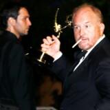"""Tv-selskabet FX, der blandt andet står bag serien """"Louie"""", sagde torsdag, at det var »meget bekymret« over anklagerne mod Louis C.K."""