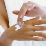 Produkter som skal blive siddende på huden - såsom creme eller makeup - skal man være forsigtig med at købe direkte fra en webshop udenfor EU, råder Forbrugerrådet Tænk. Free/Colourbox