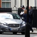 Den britiske premierminister, Theresa May, melder sig klar til både at præsentere regeringsprogram og indlede Brexit-forhandlinger med EU i næste uge, selv om hun stadig ikke har et flertal i Underhuset. REUTERS/Stefan Wermuth