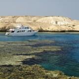Parlamentet i Egypten har onsdag stemt for en kontroversiel aftale, der betyder, at to øer i Det Røde Hav skal overdrages til Saudi-Arabien.