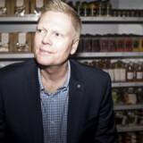 Jesper Østergaard er øverste direktør i 7-eleven Danmark og står bag den succesfulde rebranding af kæden, der er gået fra hotdogs og pizzaslices til palæo-shots og Cocofo-salater.
