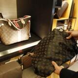 Luksusproducenten LVMH, der blandt andet producerer de kendte Louis Vuitton tasker, tager et stort hop på børsen i Paris, efter at selskabet onsdag morgen fremlagde et regnskab, der overgik forventningerne.