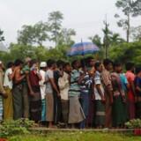 Rohingyaer flygter til overfyldte interimistiske lejre i Myanmar. Her mangler der massiv hjælp, siger FN.