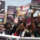 Pakistanske demonstranter mod regeringen i Myanmar.