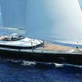 Kaffekongen Kim Vibe-Petersen og Pandora-milliardæren Rene Sindlevs fælles yacht Parsifal III stødte på grund og skadede miljøfølsomt koralrev i 2013. Nu nægter deres forsikringsselskab at betale for million-oprydningen.