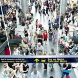 Fredag den 30. blev junis travleste dag, hvor 103.926 - eller næsten tre gange så mange mennesker, som i et fyldt Parken - passerede gennem lufthavnen.
