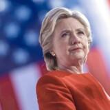 Hillary Clinton langer ud efter tilhængerne af en lempelig våbenlov, efter at mindst 59 er dræbt i masseskyderi i Las Vegas.