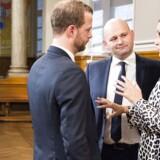 Morten Østergaard (R), Søren Pape Poulsen (K) og Pia Olsen Dyhr (SF) gav på grundlovsdag 2016 sig selv ét år til at ændre offentlighedsloven. Det er endnu ikke lykkedes. På billedet ses de til en partilederrunde i 2015 i forbindelse med folkeafstemningen om retsforbeholdet.