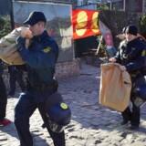 I den hidtil største aktion mod hashhandel i Christiania slog politiet til mod flere end 150 adresser under Operation Nordlys. Den sidste straffesag i komplekset er løbet på grund. En anklager er sigtet for at instruere politividner. Scanpix/Nils Meilvang/arkiv