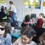 Fremover skal flere flygtningebørn direkte i folkeskolen frem for at gå i særlige modtagerklasser. Skoleeleverne på billedet her er fra Nørre Fælled Skole på Østerbro, men er fotografet i anden sammenhæng.