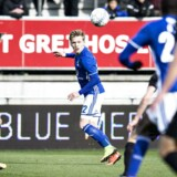 Superliga kamp den 16. april 2017 mellem Lyngby Boldklub og FC Midtjylland på Lyngby stadion. Her er det Fc Midtjyllands Markus Halsti og Lyngbys Bror Blume. (Foto: Ida Guldbæk Arentsen/Scanpix 2017)