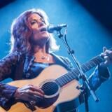 Rosanne Cash (her på Tønder festival sidste år) beskylder USAs våbenlobby N.R.A. for at yde støtte til »indenlandsk terrorisme«.