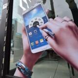 Samsung vil lancere sin nye Galaxy Note 5 allerede midt i august. Tidligere Galaxy Note-modeller, her nummer 4, har normalt haft premiere på Europas største forbrugerelektronikmesse IFA i Berlin i september. Arkivfoto: Jung Yeon-Je, AFP/Scanpix