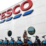 Arkivfoto. Tesco, der er Storbritanniens største supermarkedskæde, vil fjerne en række mellemledere i et forsøg på at reducere selskabets omkostninger med 1,5 mia. pund.