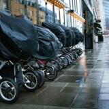 Der var en, der var to, der var... syv barnevognet linet op foran en af caféerne i Århus