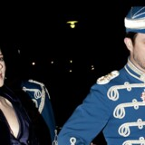 Kronprinsesse Mary og kronprins Frederik er blevet forældre til tvillinger og har nu fire børn. Her ankommer parret til Garderhusarregimentets årsdagsfest på Antvorskov Kaserne ved Slagelse lørdag 20 november 2010.