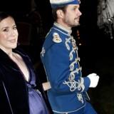Kronprinsesse Mary og kronprins Frederik ankommer til Garderhusarregimentets årsdagsfest på Antvorskov Kaserne ved Slagelse lørdag 20 november 2010.