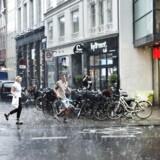Hagl og regn over Kristen Bernikows Gade, torsdag den 26. juni 2014. DMI melder om risiko for skybrud i aften i Jylland og på Fyn.