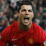 Cristiano Ronaldo jubler efter 2-1-scoringen mod Everton.
