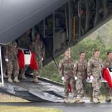 De to dræbte danske soldater blev fløjet hjem til Danmark i begyndelsen af oktober.