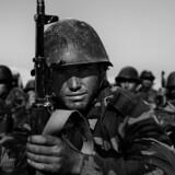 Siden Taleban-regimets fald i 2001 har det internationale samfund arbejdet på at opbygge en ny national afghansk hær på tværs af etniske skillelinjer. Hæren udgøres i dag af godt 40.000 mand.