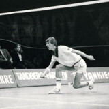 Morten Frost var i mange år Danmarks største badmintonnavn, og han har fortsat status som en af alle tiders bedste spillere i verden. På billedet ses han i aktion i 1979.  VM vandt han dog aldrig, men det blev til sølv i både 1985 og 1987.