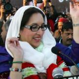 Benazir Bhutto ved valgmødet i Rawalpindi kort før hun blev dræbt torsdag eftermiddag. Foto: Scanpix/Reuters