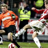 AaBs Jeppe Curth scorer til 4 - 3. Lyngbys målmand, Thomas Seidelin er chanceløs. Foto: Henning Bagger