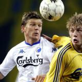 Superligaen, her repræsenteret ved FCKs Marcus Allbäck (tv.) og Brøndbys Daniel Wass, kommer fra 2009 ud til et langt større publikum via en ny TV-aftale.