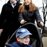 Fællesskabsværdier, som vi bedst kender fra 1970erne, er på vej tilbage og det blive in at have tid til børnene som Allan Mynster og Christine Dandanell Rithfeld har sammen med deres søn, Oliver, i Frederiksberg Have.