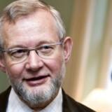 Karsten Nissen - biskop i Viborg Stift - har nu skåret igennem: Mandlige præster skal give hånd til kvindelige kolleger. Foto: Henning Bagger
