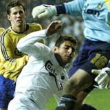 Brasilianske Ailtons energiske forarbejde førte til svenske Marcus Allbäcks udligning for FC København. Kampens spiller, Brøndbys Mark Howard, ses i øvrigt lige bag Ailton.