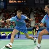 Jens Eriksen (til venstre) har tit været langt fremme i begge rækker. Som for eksempel ved OL i 2004, hvor han vandt bronze i mixeddouble og blev nummer fire i herredouble sammen med Martin Lundgaard, der ses til højre. Foto: Lars Møller