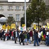 Social- og sundhedsassistenterne indledte som de første eftermiddagens demonstrationer på Christiansborg Slotsplads. Foto: Scanpix