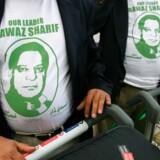 Nawaz Sharif-tilhængere med T-shirts på. Foto: Scanpix